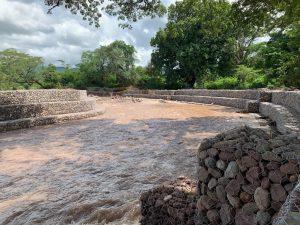 Avanzan trabajos de protección en el rio Cargabarros en el Molino
