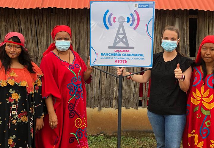 """""""La Guajira es fundamental en nuestro objetivo por cerrar la brecha digital y conectar el 70 % del país"""": ministra Karen Abudinen"""
