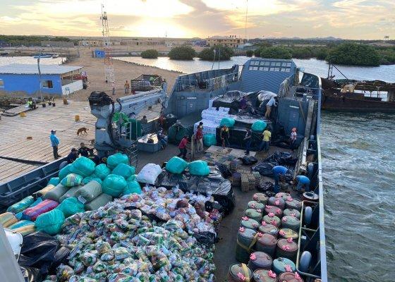 Armada de Colombia llevó cerca de 200 toneladas de alimentos a familias de la Alta Guajira