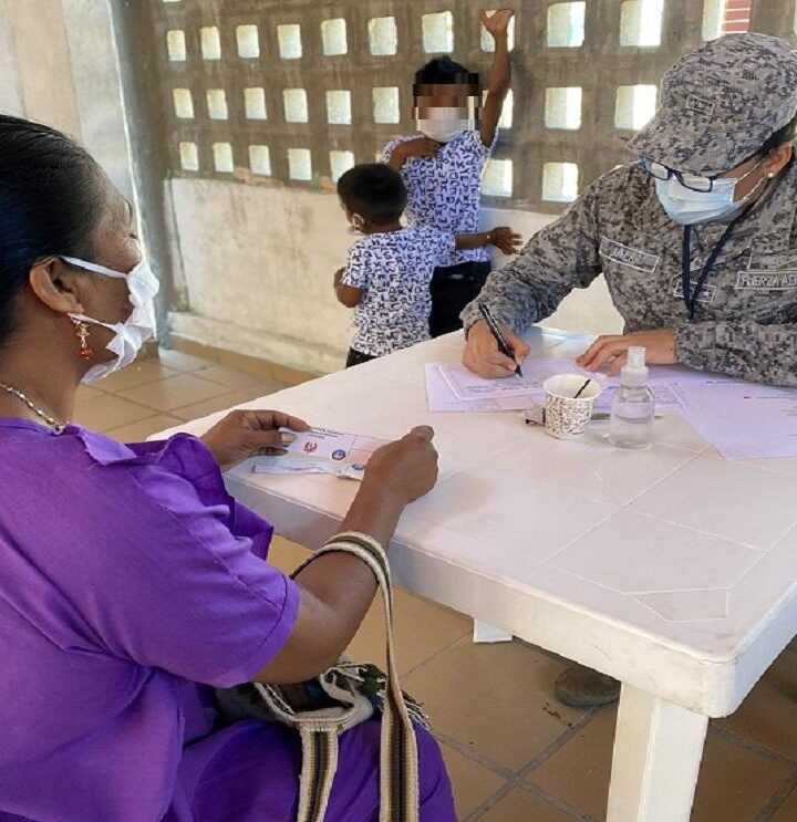 Fuerza Aérea beneficia a más de 700 Wayúu con jornada de salud y entretenimiento, en La Guajira