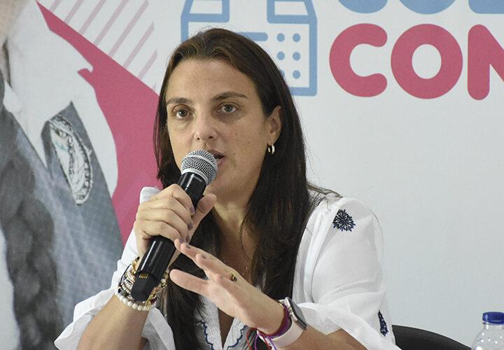 Conectar este año 10 mil colegios públicos de las zonas más apartadas del país, el propósito de la ministra Karen Abudinen