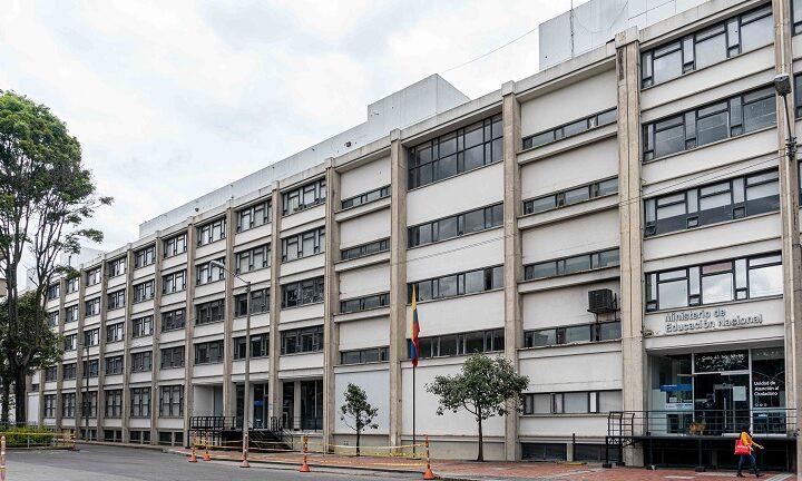 El Ministerio de Educación Nacional recuerda a la opinión pública que el único canal web oficial que utiliza la entidad es www.mineducacion.gov.co